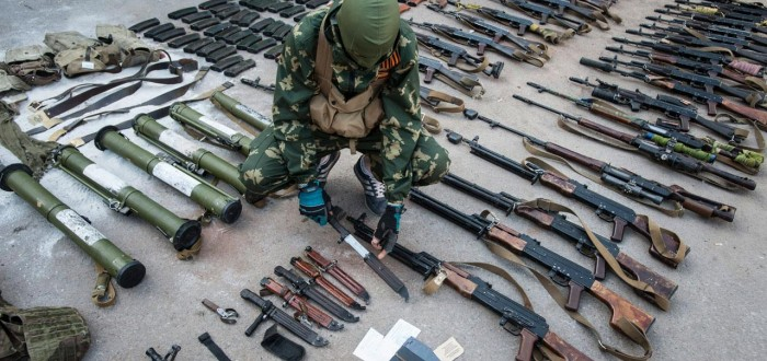Weapons captured from Ukrainian troops, 22 May 2014 (Evgeniy Maloletka) (1)
